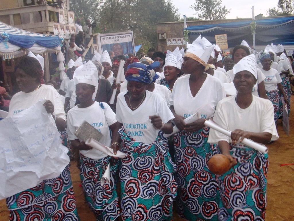 Crédits: Physicians for Human Rights. Des femmes fêtent le retour du Dr Mukwege en RDC, janvier 2013.